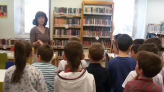 7 giugno 2016: caccia al tesoro in biblioteca con le seconde della scuola primaria di Tione.